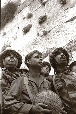 Солдаты десантники у стены плача - Иерусалим