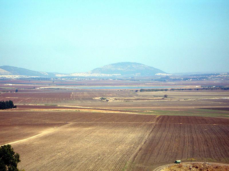 Изреельская долина - вид на гору Тавор (Фавор)
