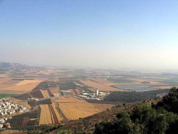грунт в Изреельской долине - вид с горы Тавор (Фавор)