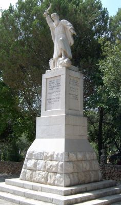 Статуя Ильи пророка в Мухраке