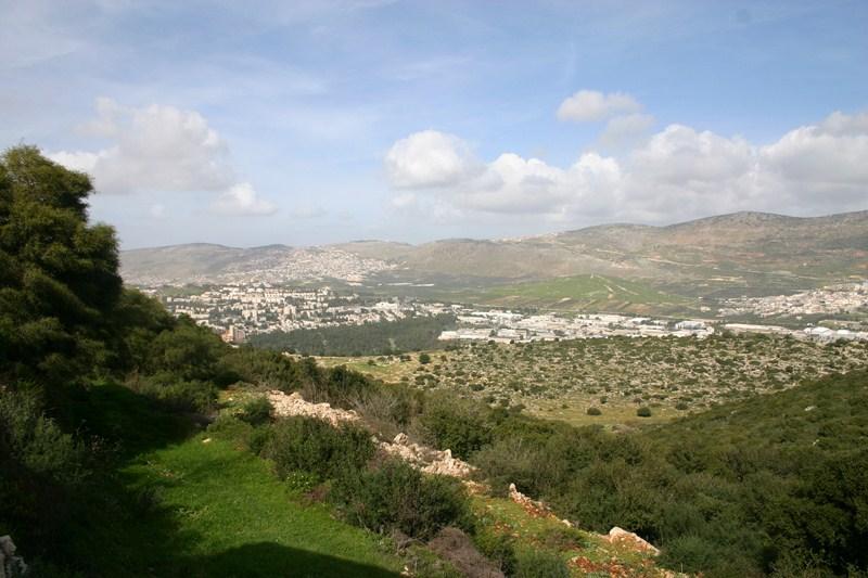 вид с юга с горы Камун на верхнюю Галилею