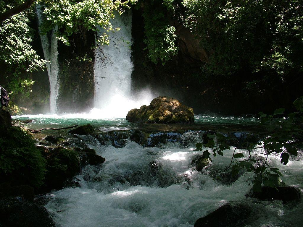 Водопад баниас - часть реки иордан
