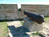 Пушка на городской стене - древнего города акко