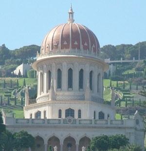 Вид храма в бахайских садах - Хайфа