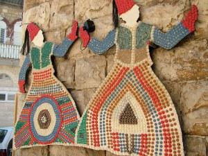 На улицах совместными усилиями арабских и еврейских художников были созданы замечательные картины, пейзажи, различные скульптуры из камня и железа