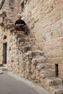 каменная лестница на улочке эйн карема - иерусалим - Израиль