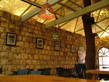 Вид бара ресторана - Ха беер - колодец - Рош пина, краеугольный камень - Израиль