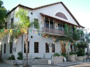 Здание музея первых репатриантов - Зихрон Яаков - Израиль