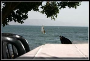 вид из ресторана на озере Кинерет