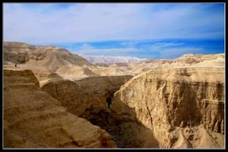 вид на иудейскую пустыню, рядом с ертвым морем - Израиль