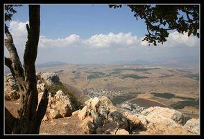 Вид на верхнюю Галилею с горы Арбель возле тверии - Кинерет