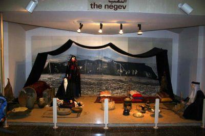 вид бедуинского шатра в музее джо алон