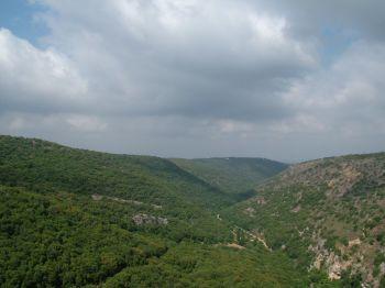 Вид из замка на Нахаль Кзив