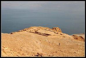 вид на храм медного периода в заповеднике нахаль давид - ручей давида - Эйн Геди - Израиль