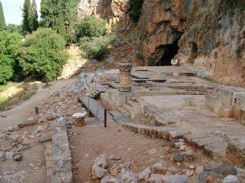 Развалины храма греческому богу Пану - национальный парк Баниас
