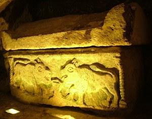 Саркофаг в одном из подземелий никрополя - бейт шеарим