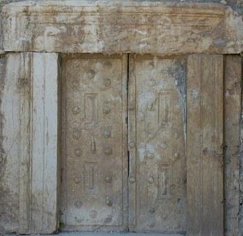 В Бейт Шеарим есть большое количество ворот - одна из каменных дверей в Бейт Шеарим