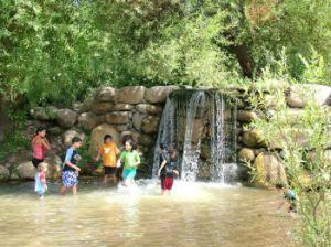 водопад с бассейном на маршруте нахаль Снир