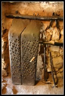 инструмент для отделения зерен от колосьев - в археологическом парке Древний Кацрин