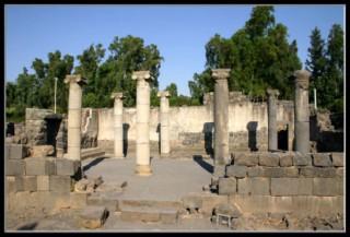 останки древней синагоги в археологическом парке Древний Кацрин