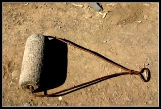 маагель - инструмент который закруглял - уплотнял крыши в археологическом парке Древний Кацрин