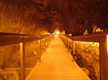 Тель-Мегидо - подземный туннель, который был вырыт жителями крепости на случай продолжительной осады, к подножью горы, где находится источник
